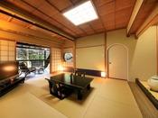 離れ「弘陽亭」は茶室をリノベーションした客室。静かなひとときをお過ごしください。