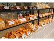 毎朝焼き立てのパンが皆様をお待ちしております。