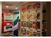 自動販売機コーナーではアルコール、ソフトドリンク、アイスクリームを販売しております。