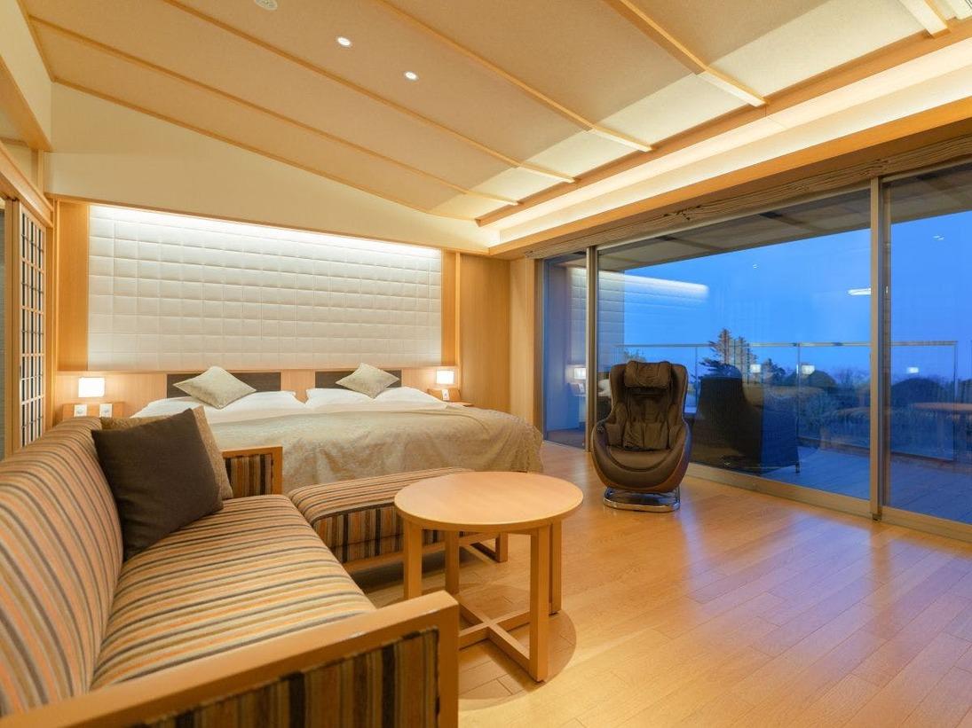 【源泉掛流し露天風呂】オーシャンビュー 特別室:リビング&ベッドスペース