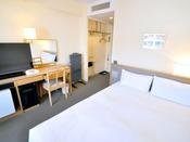 【エコノミーダブル】シングルルームと同形式のお部屋が、2名様でもご利用可能なリーズナブルな客室です。