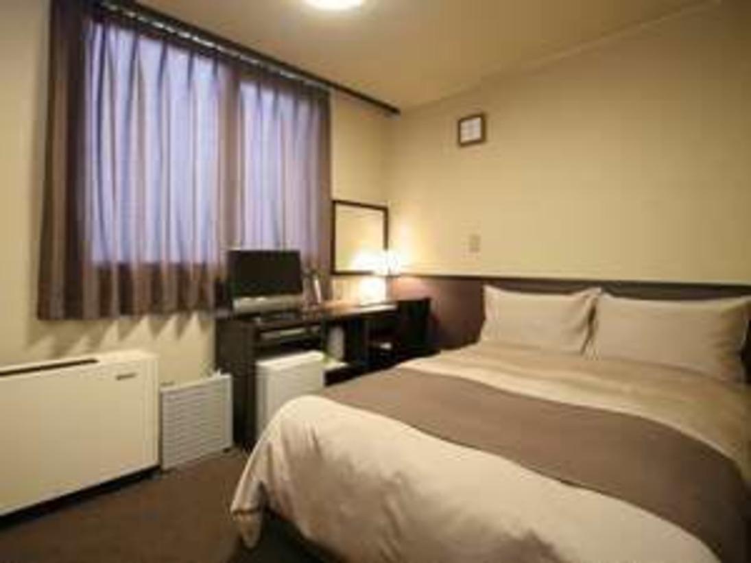 ■ シングルルーム ■ブラウンでまとめられ、落ち着いた部屋となっております。