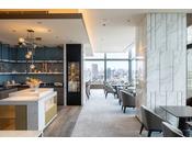 同ラウンジのコンセプトは「マエストロ(伊:Maestro、意:芸術の大家、名指揮者)」。限られたゲストのみアクセスできるこのラウンジでは、マエストロが東京の街並みを指揮するかのような、都内屈指の大パノラマが目の前に広がります