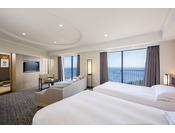 9階・10階に位置する68平米の和洋室プレミアムスイートは、ツインベッドとソファセットが配された洋室と和室からなる広々とした空間で、2名様から6名様までご利用いただけます。