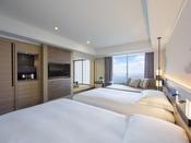 5階・6階に位置する68平米の和洋室スイートは、ツインベッドとソファセットが配された洋室と8畳間の和室からなる広々とした空間で、2名様から6名様までご利用いただけます。