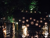 夏季限定渓谷庭園で竹灯篭