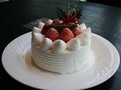 クリスマスケーキをスタッフがお部屋までお届けいたします。