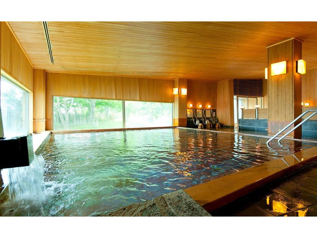 寝湯も出来る青森ヒバの湯船で馬門温泉の源泉をお楽しみください。サウナもございます。