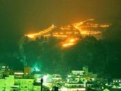宇奈月温泉雪のカーニバル。スキー場が松明でライトアップされます