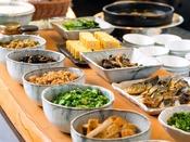 【信州かってめし】種類豊富な総菜は、内容も季節毎に変化いたします。