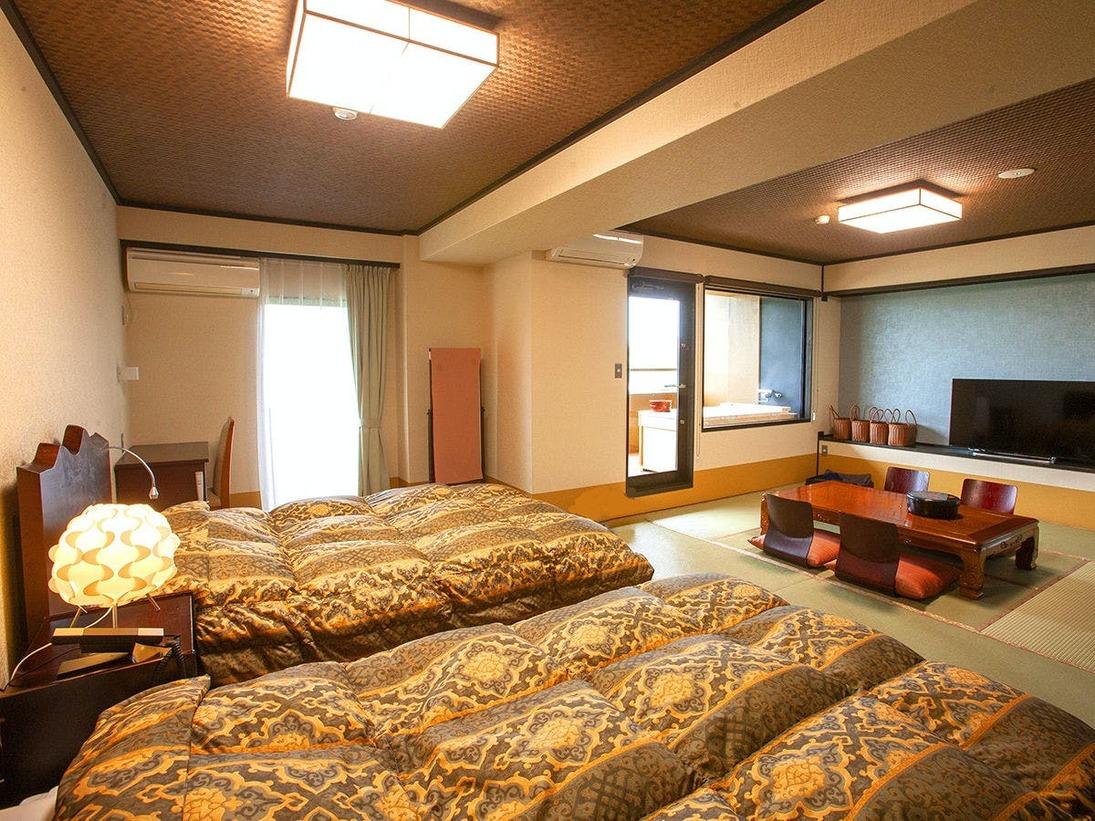 【露天風呂付き特別室】お部屋の露天風呂に入ったら、ベッドでまったりと…
