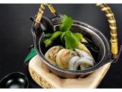 【2020年4月~|別注料理】季節の土瓶蒸し  蛤・白魚・筍・三つ葉を土瓶に詰め込んだ風味豊かな季節を楽しむ一品です。 ※写真はイメージ