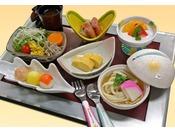 てまり寿司やうどん、デザートなど美味しいメニューが並ぶ《キッズ朝食》 ※写真はイメージ