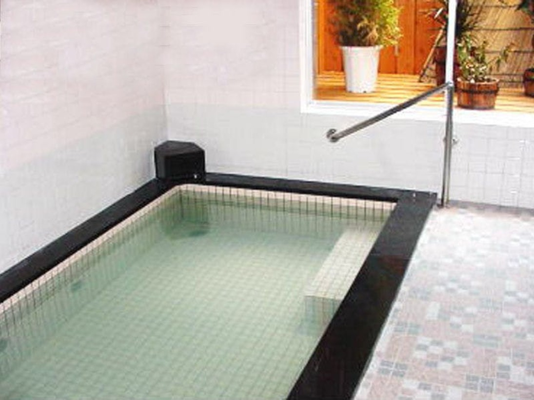 温泉ではございませんが、男女それぞれに20名ほど入浴できる、大浴場を完備。