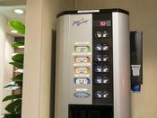 <無料飲料コーナー>2階にて無料でご用意!緑茶、ほうじ茶、玄米茶、麦茶、活性炭水がございます。