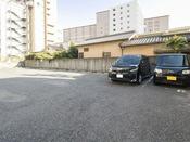 <屋外駐車場>20台収容可能 先着順 1泊800円(税込)