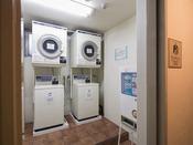 <コインランドリーコーナー>別館10階に設置 洗剤は2袋100円で販売 24時間利用可能です。