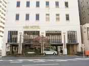<アークホテル広島駅南 ホテル外観>客室214室、宴会場・会議室 計5室を併せ持つホテルです。