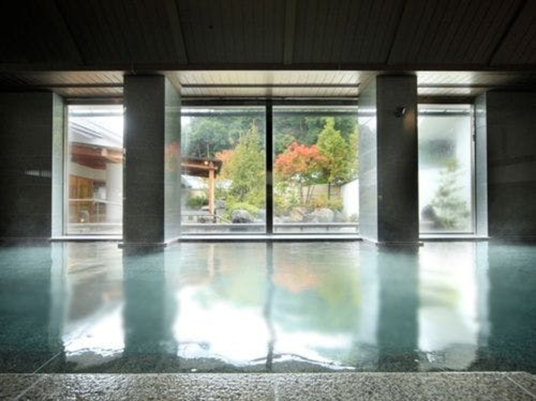 湯量豊富な大浴場内湯