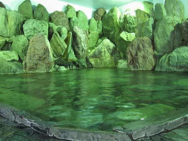 北陸屈指!圧巻のスケールに驚く大巨石風呂