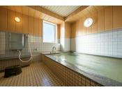 男女別に共同浴場がございます。毎日16時~翌9時までご利用可能!