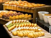 和洋ビュッフェ朝食】パン・ジャムの種類も豊富にご用意。