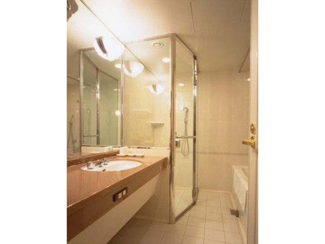 シャワーブース/シングルルーム以外のお部屋に独立したシャワーブースがございます。