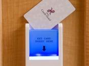 【カードキーホルダー】こちらにカードキーを差し込むとお部屋の電気が点きます。
