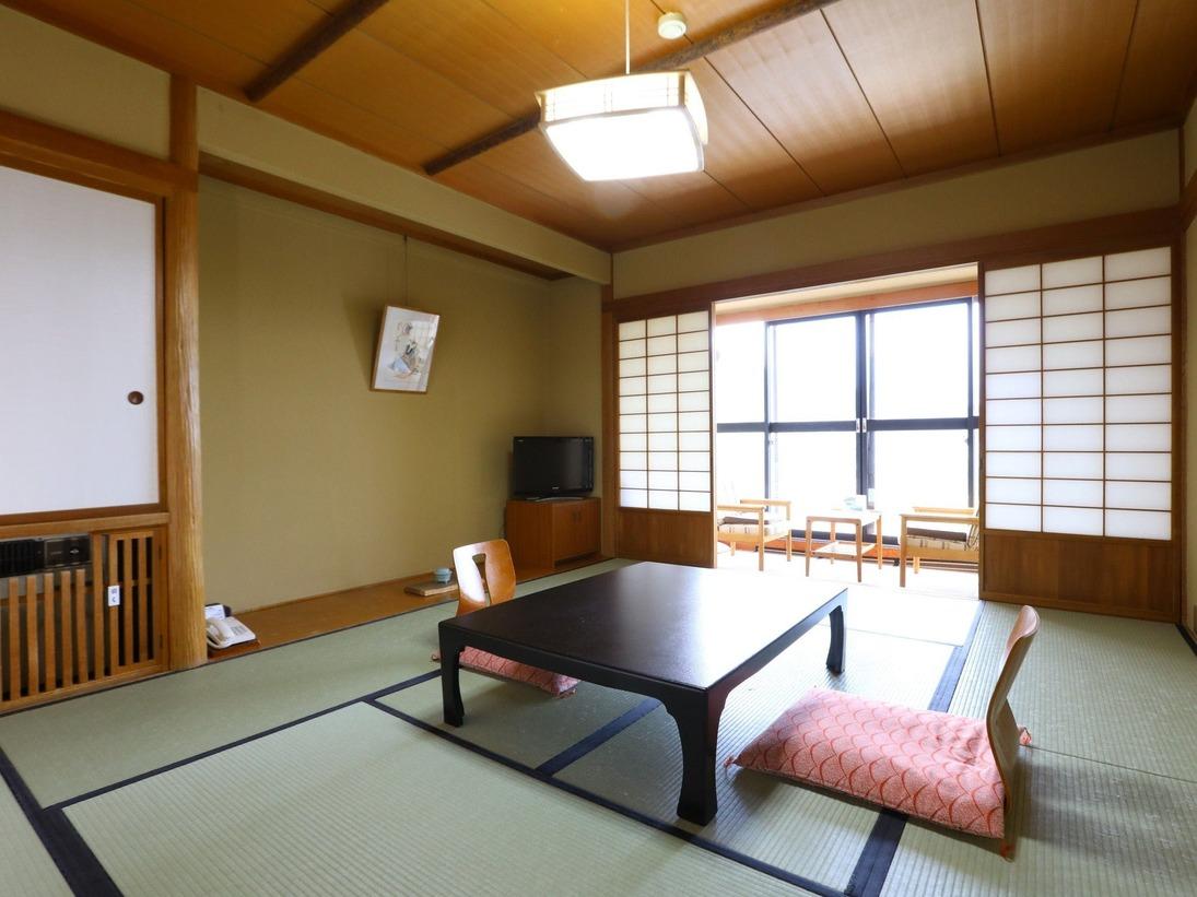 【和室10畳】南向きの日当たりのよいお部屋