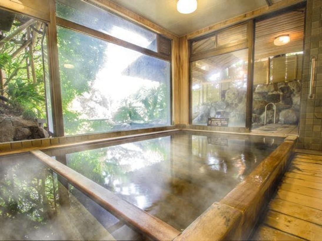 【大浴場・露天風呂】お風呂「ひのきの湯」(大浴場)大観荘の温泉は女性に優しい美肌の湯でございます。