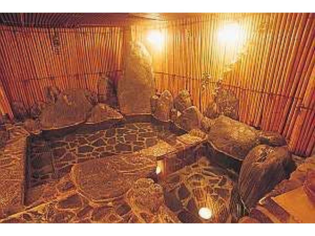 夢酔庵 地下の貸切風呂「薬王湯」湯原の源泉をかけ流しでご利用いただきます。