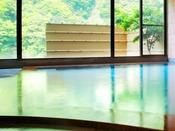 【白鷺の湯】土壁の温もりある風合いのサウナ付き女性大浴場。滞在中24時間いつでもご利用可能。