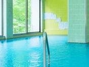 【丹頂の湯】丹頂が翔るサウナ付き男性大浴場。滞在中24時間いつでもご利用可能。