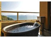 和室10畳+6畳+広縁+露天風呂三河湾の美しい景色を眺めながら、デッキで露天風呂を満喫できる和室タイプの広々とした客室。露天風呂で旅の疲れを癒し、落ち着いた雰囲気の部屋内では寛ぎのひとときをお過ごし下さい。