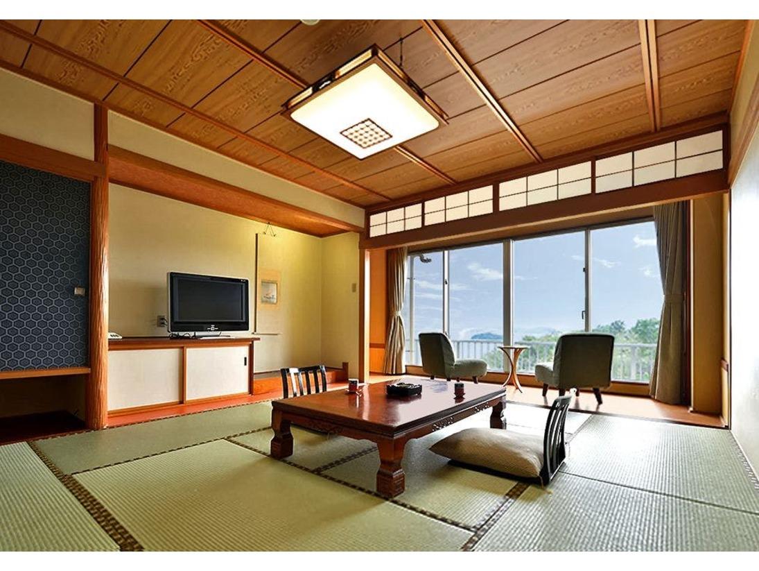 窓からは美しい三河湾の光景。落ち着いた雰囲気、和の趣漂うモダンなお部屋です。ゆっくりと流れる寛ぎのひとときをお楽しみ下さい。