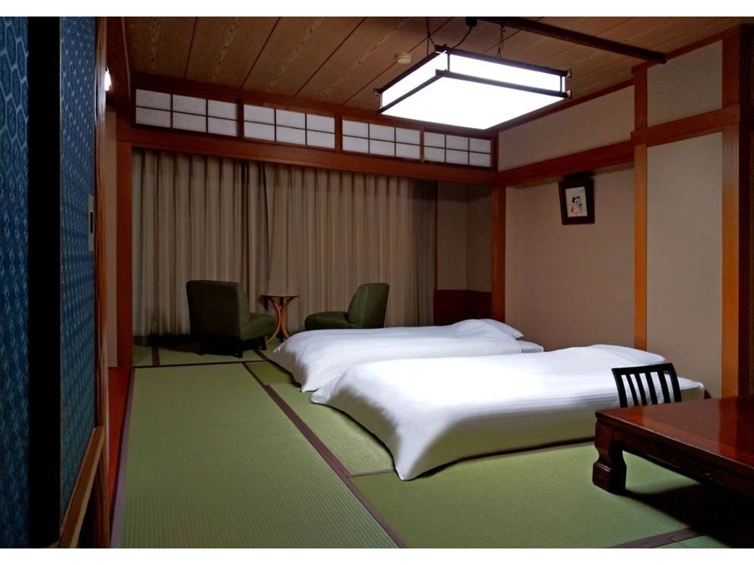和室に和ベッドをご用意した和の趣と機能性を兼ね備えたお部屋です。ゆっくりと流れる寛ぎのひとときをお楽しみ下さい。
