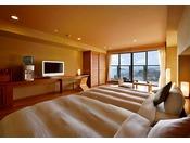 三河湾の美しい景色を眺めながら、デッキで足湯を満喫できる和洋室タイプのお部屋。足湯で旅の疲れを癒し、落ち着いた雰囲気の部屋内では寛ぎのひとときを。使い心地のいいツインベッドでゆっくりとお休み下さい。