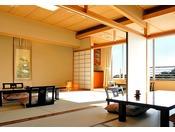 和室12畳+7.5畳+広縁落ち着いた雰囲気と窓からは美しい三河湾の景色。12帖と7.5帖の広々和室のグループルームは8名様までご利用頂けます。ゆっくりと流れる寛ぎのひとときをお楽しみ下さい。