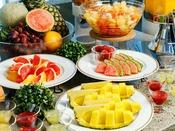 【朝食バイキング】デザートもパイナップルをはじめ、グレープフルーツにチェリーなど、栄養満点!