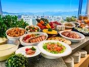 【朝食バイキング】青い空と景色が朝食をさらにおいしくします!