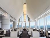 【スカイレストラン白馬】ホテル最上階16Fにて、信州の景色とお料理をお楽しみいただけます。