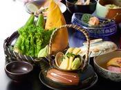 季節の食材を活かした会席料理が自慢です。