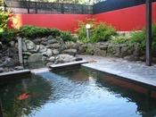 貸切露天風呂「紅殻の湯」