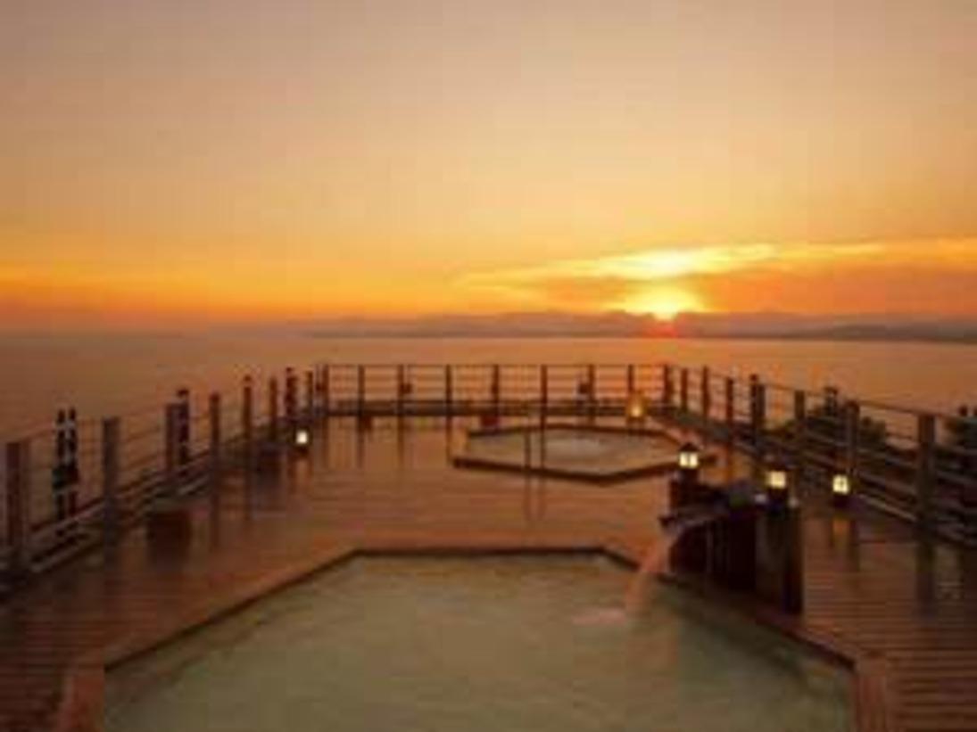 屋上露天風呂から眺める浜名湖の