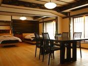 【リビングタイプ】お部屋全体に用いられている床材は木曽檜で清浄な香りと木の温もりを感じさせます。