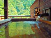 【露天風呂付客室 檜】檜の香りは心身に働きかけリラックスやリフレッシュ効果があると言われています。