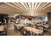 クロマツや寄木など地元の要素をデザインに取り入れたオールデイダイニングレストラン「フローラ」