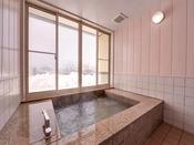 *お風呂/ジェットバスを完備した湯船。沢山あそんだ後は温かい湯船に浸かり寛ぎのひと時を。