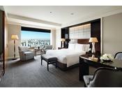 「デラックス」は、スタンダードルームとしては都内最大の広さ52平米のゆとりがあり、インテリアや設備など客室へのこだわりを凝縮させたお部屋です。
