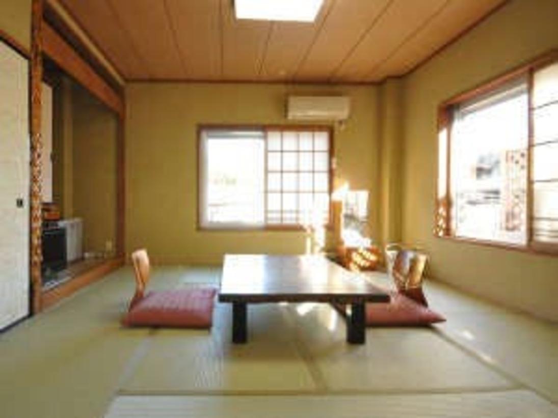 【和室8畳】清潔感のある純和室からは海と伊豆半島が一望できます。